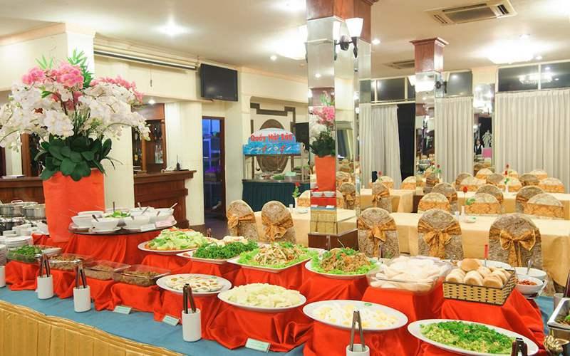 Dịch vụ buffet với những món ăn hấp dẫn