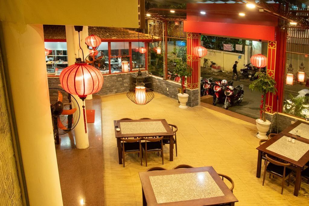 Nhà hàng khách sạn Ngọc Lan rộng rãi, thoáng mát