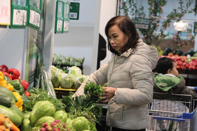 Chỉ nên mua rau củ tươi thơm và sạch